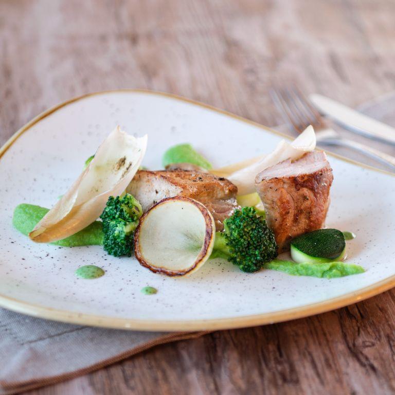 Polędwiczka wieprzowa z zielonymi warzywami