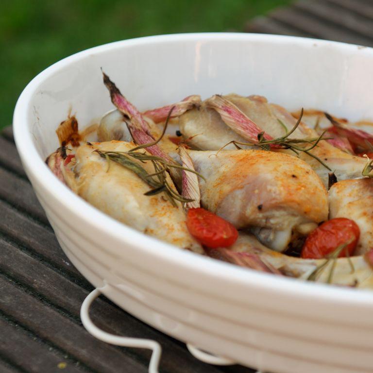 Kurczak pieczony z rozmarynem i pomidorkami