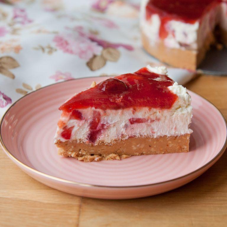Ciasto bez pieczenia z serkiem mascarpone i orzechowym spodem
