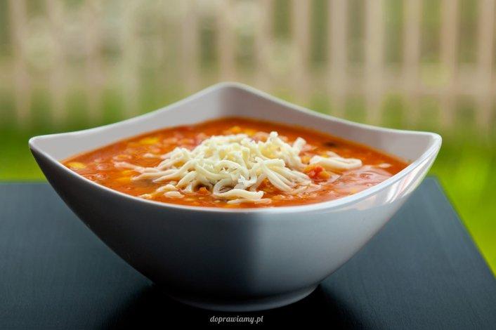 Gęsta zupa z czerwoną soczewicą